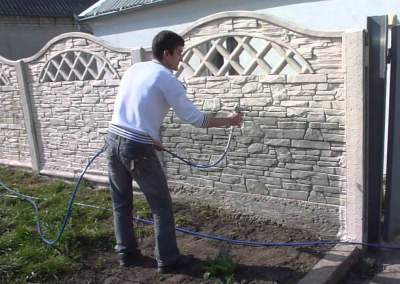 Окраска бетонного забора
